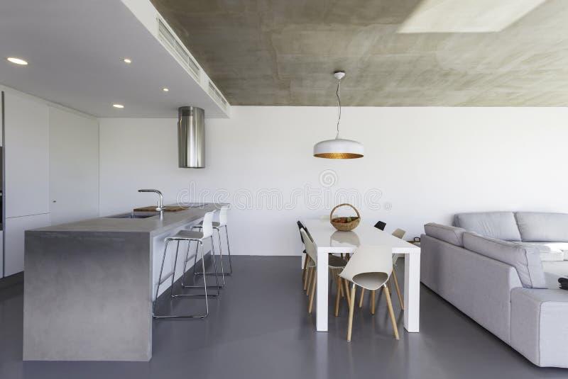 https://thumbs.dreamstime.com/b/cucina-moderna-con-il-pavimento-grigio-e-la-parete-bianca-45431502.jpg