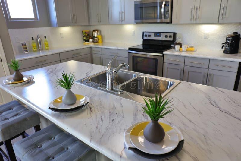 Cucina moderna nel bianco fotografia stock libera da diritti