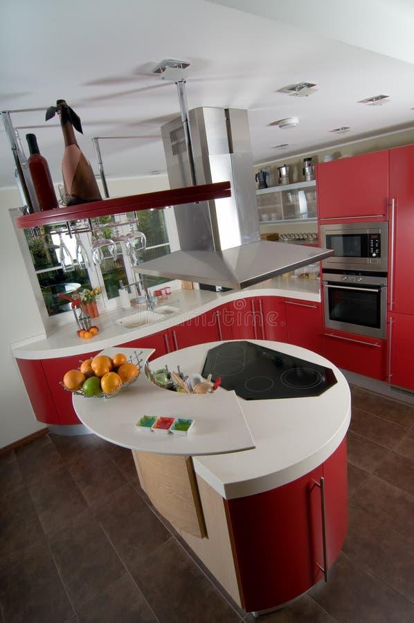Cucina moderna rossa fotografia stock. Immagine di architettura ...