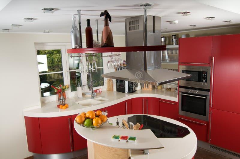 Cucina moderna rossa immagine stock. Immagine di granito - 11304517