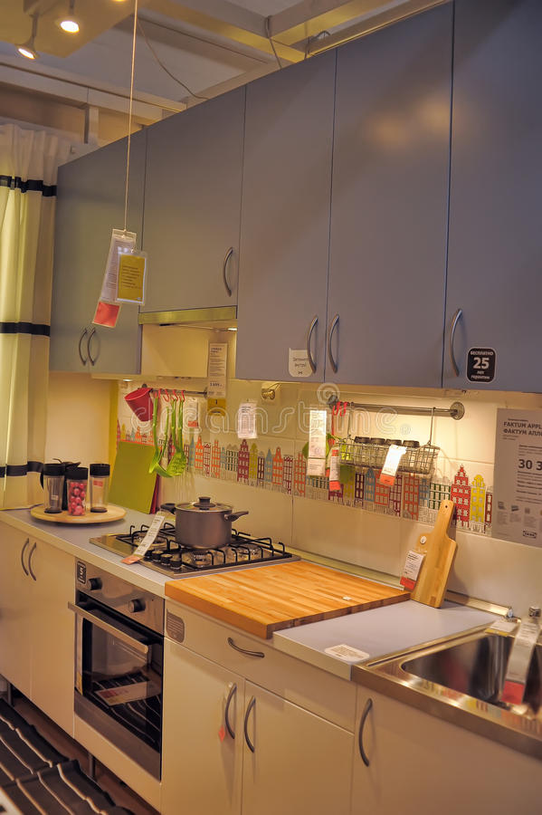 Cucina In Negozio Di Mobili Ikea Fotografia Editoriale ...