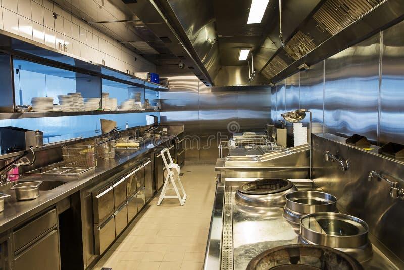 Cucina professionale, contatore di vista in acciaio immagini stock libere da diritti