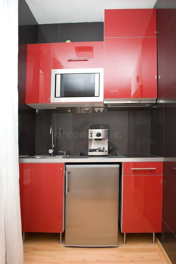 Cucina rossa moderna immagine stock immagine di rosso - Cucina moderna rossa ...