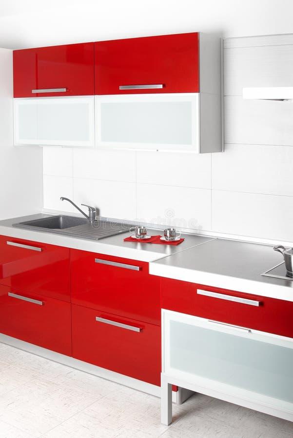 Cucina rossa moderna fotografia stock libera da diritti