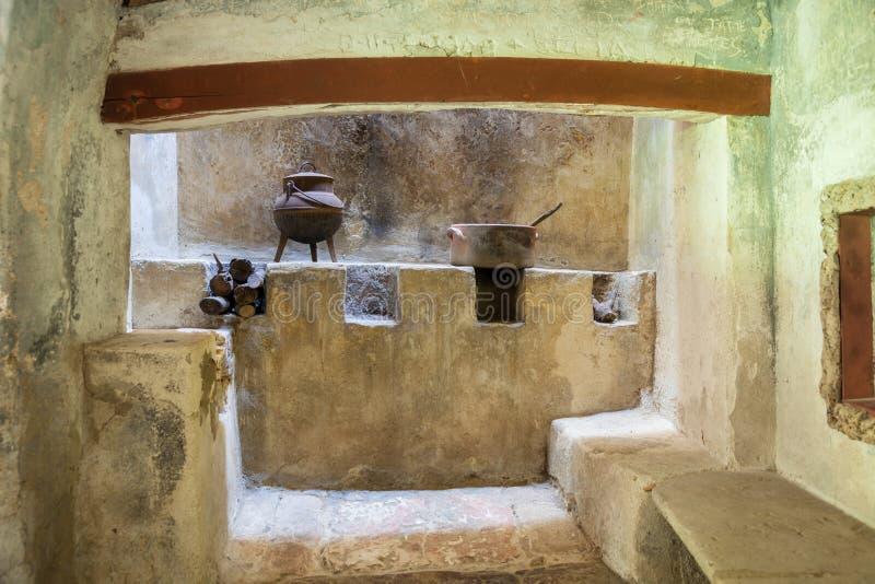 Cucina Rustica Medievale Con Il Camino Immagine Stock - Immagine di ...