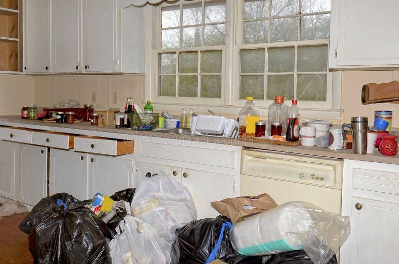 Cucina sporca sudicia fotografia stock libera da diritti