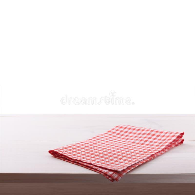 Cucina Tavolo da cucina di legno con la tovaglia vuota per la cena fotografia stock libera da diritti