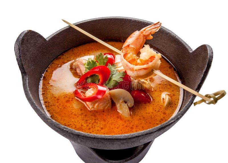 Cucina tradizionale dell'alimento della minestra piccante di Tom Yum Goong in Tailandia fotografia stock libera da diritti