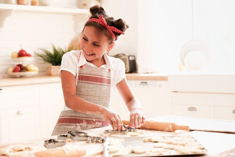 Cucinando con i bambini fotografia stock libera da diritti