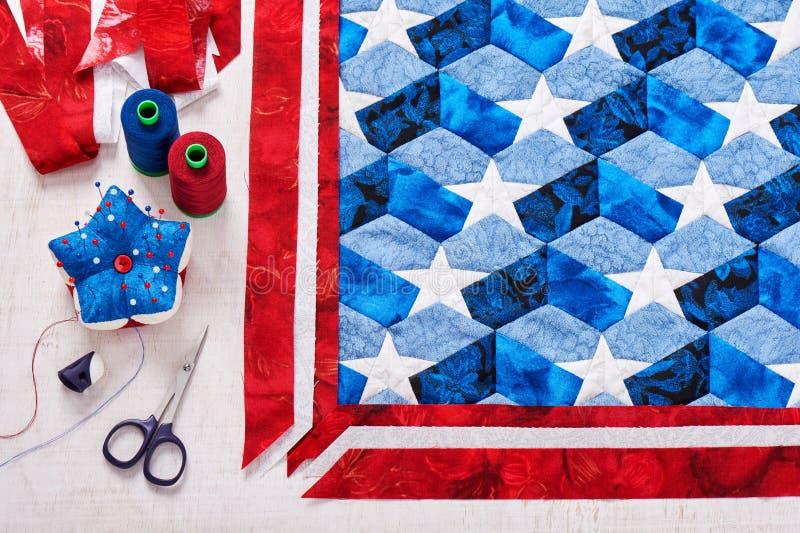 Cucito della trapunta con gli elementi stilizzati della bandiera americana fotografia stock libera da diritti