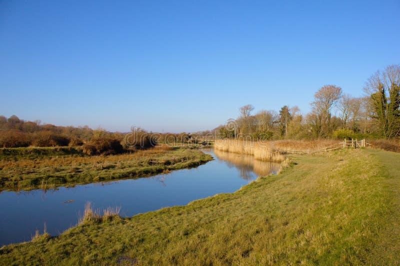 Cuckmere flod på cuckmeredalen, East Sussex, UK royaltyfria foton