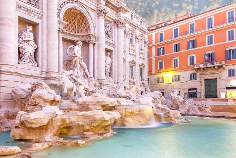 Cudowna Trevi fontanna w wczesnym poranku, żadny ludzie zdjęcie royalty free