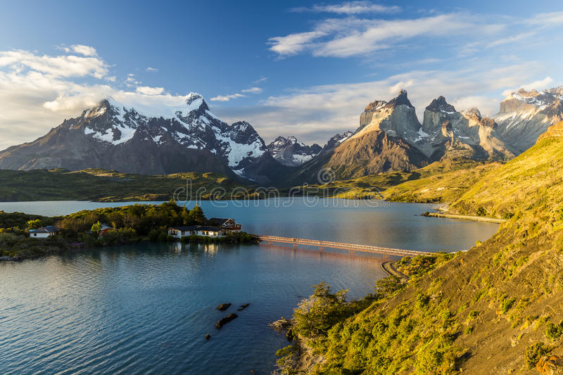 Cudowny dom w Jeziornym Pehoe na parku narodowym Torres Del Paine Patagonia, Chile zdjęcia stock