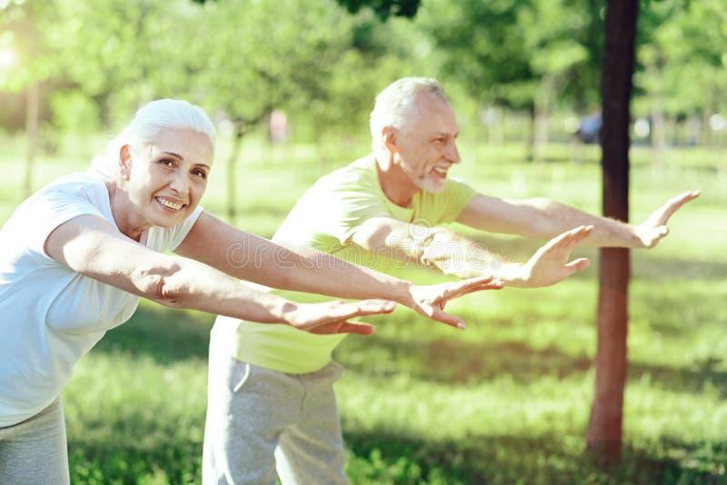 Cudowny dzień dwa aktywnego emeryta fotografia royalty free