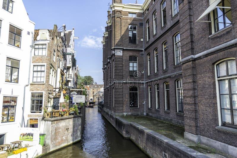 Cudowny kanał w Amsterdam na słonecznym dniu Amsterdam holandie Wrzesień 2017 obrazy royalty free