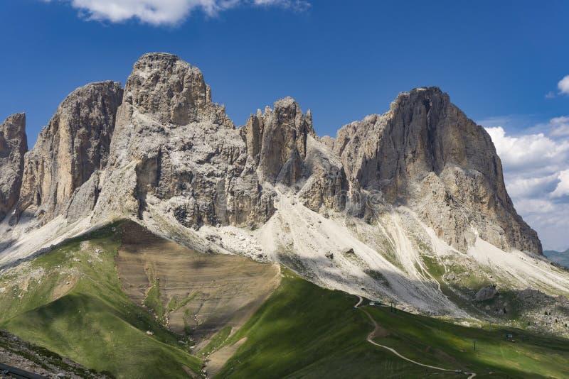 Cudowny lato widok Sassolungo dolomity Włochy zdjęcie royalty free
