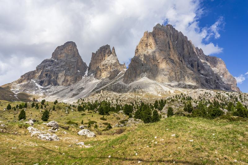 Cudowny lato widok Sassolungo dolomity W?ochy obraz stock