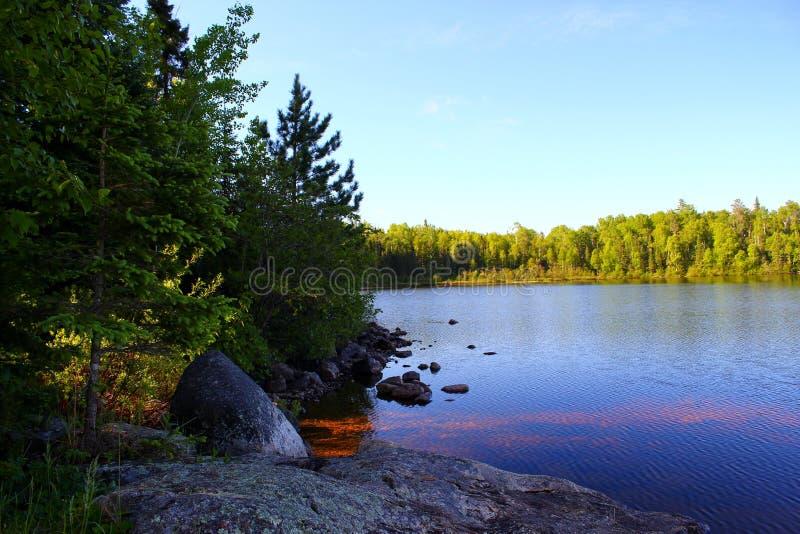 Cudowny letni dzień: Piękny jezioro w Ontario obraz stock