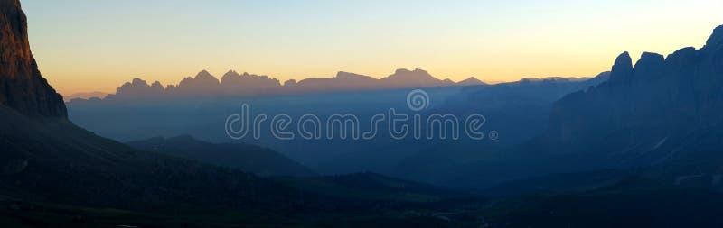 Cudowny panoramiczny widok wschód słońca w dolomitach obrazy stock
