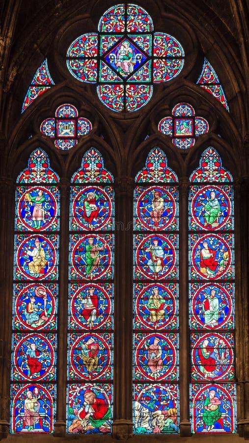 Cudowny witrażu okno z świętymi wizerunkami zdjęcie stock