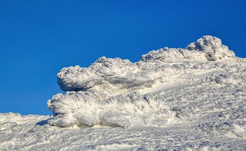 Cudowny zima krajobraz na słonecznym dniu Irrealna, fantastyczna, mistyczna, marznąca tekstura z mrozem, lód i śnieg, fotografia stock