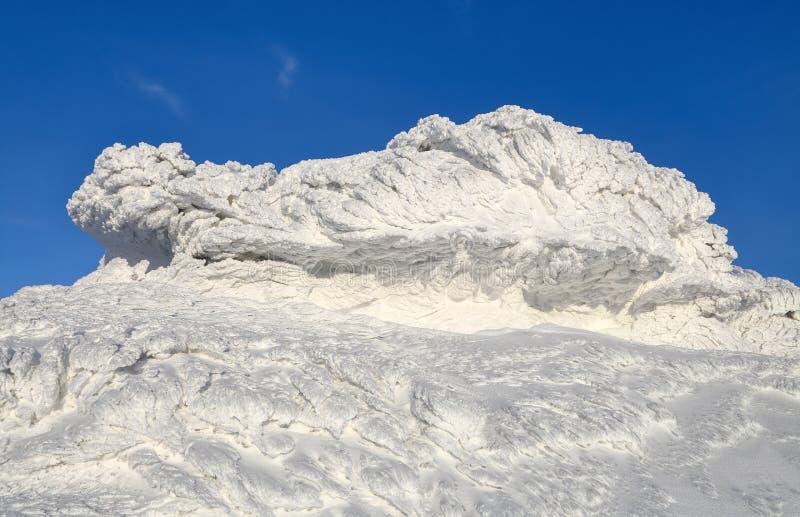 Cudowny zima krajobraz na słonecznym dniu Irrealna, fantastyczna, mistyczna, marznąca tekstura z mrozem, lód i śnieg, zdjęcie royalty free