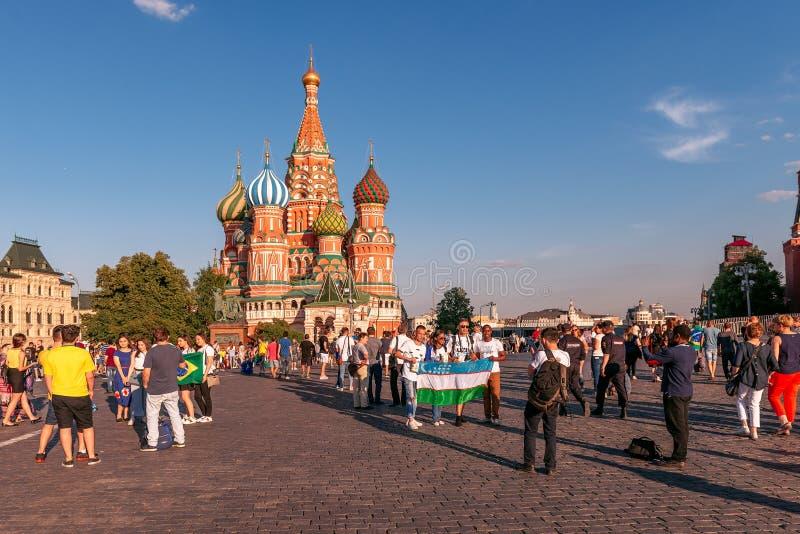 Cudzoziemscy fan puchar świata 2018 na placu czerwonym obraz royalty free
