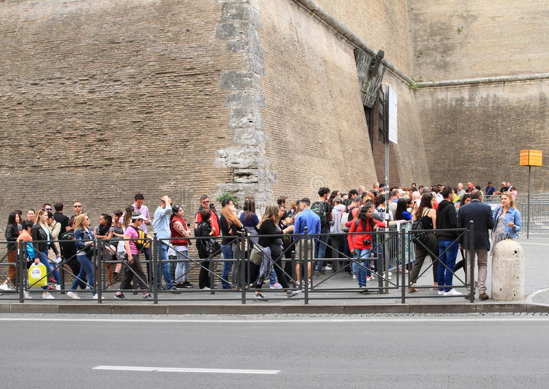 Cue of tourists to Vatican Museum royalty free stock images
