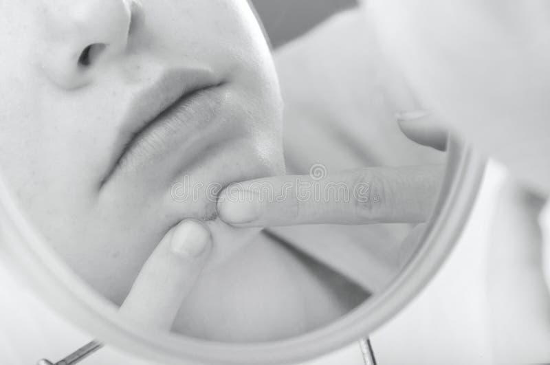 Cueillette de gosse au visage photos stock