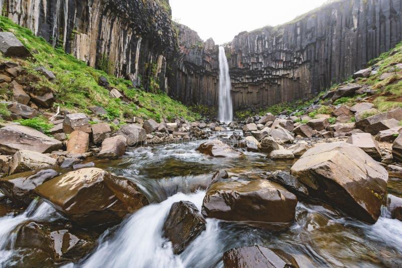 Cuenca de Svartifoss imagen de archivo