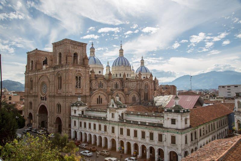 Cuenca, Ecuador/Dec 2, 2012: Opgeheven mening van Nieuwe Kathedraal royalty-vrije stock foto
