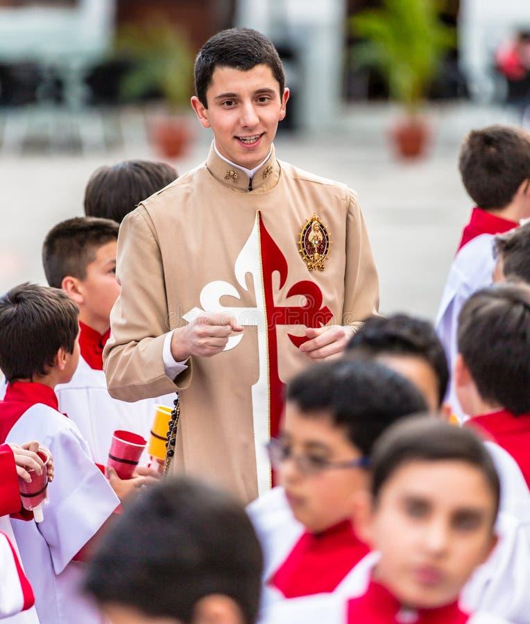 Cuenca, Ecuador/4 giugno 2015 - apprendista cattolico del sacerdote del vicario fotografie stock