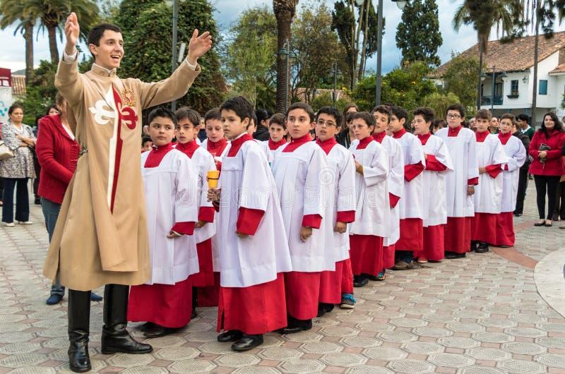 Cuenca, Ecuador/4 giugno 2015 - apprendista cattolico del sacerdote del vicario fotografia stock