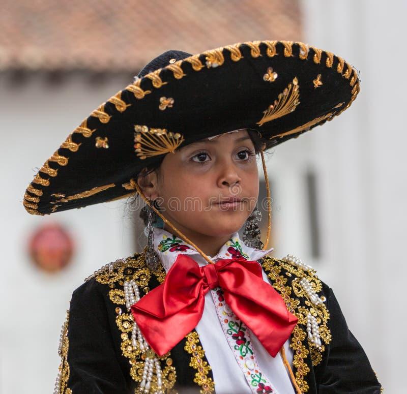 Cuenca Ecuador/Januari 5, 2014: Pojke som kläs som caballero royaltyfri bild