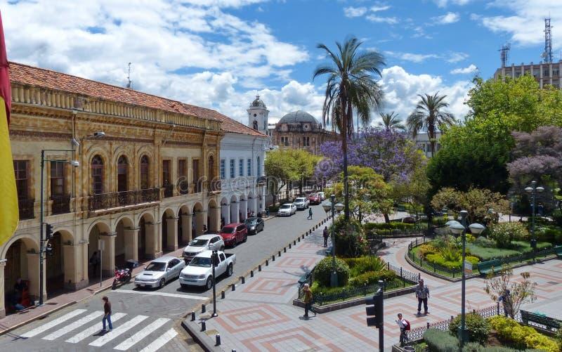 cuenca ecuador Sikt på gatan Luis Cordero och Abdon Calderon Park fotografering för bildbyråer