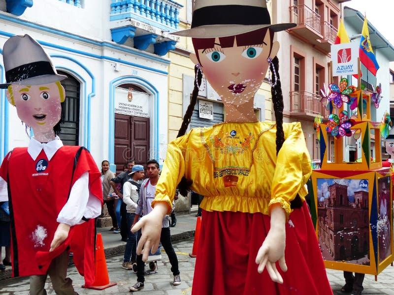 cuenca ecuador Traditionellt ståta på karnevaldag Jätte- skyltdockor fotografering för bildbyråer