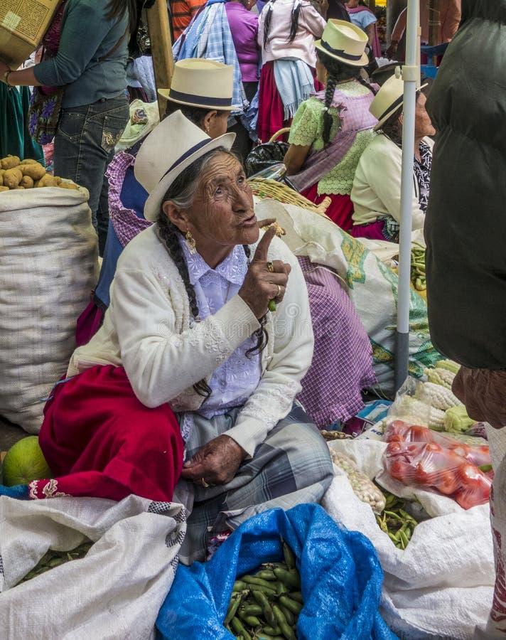 Cuenca, Equateur - 30 décembre 2012 : Client de conférences de femme images libres de droits