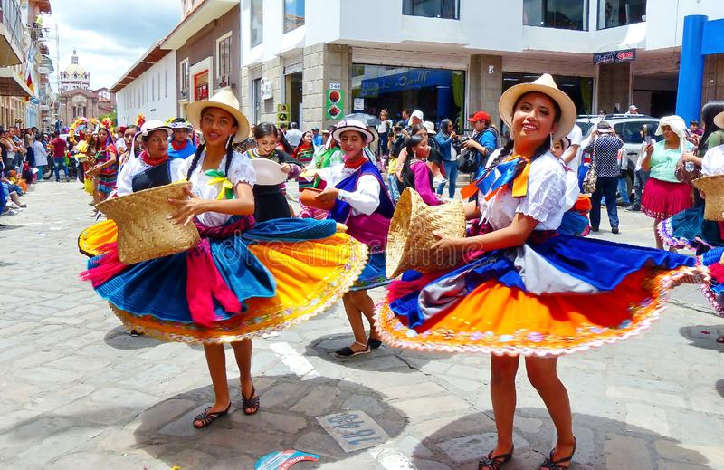 Cuencano ecuadoriano dei ballerini di piega, canari, cayambe, Ecuador fotografia stock