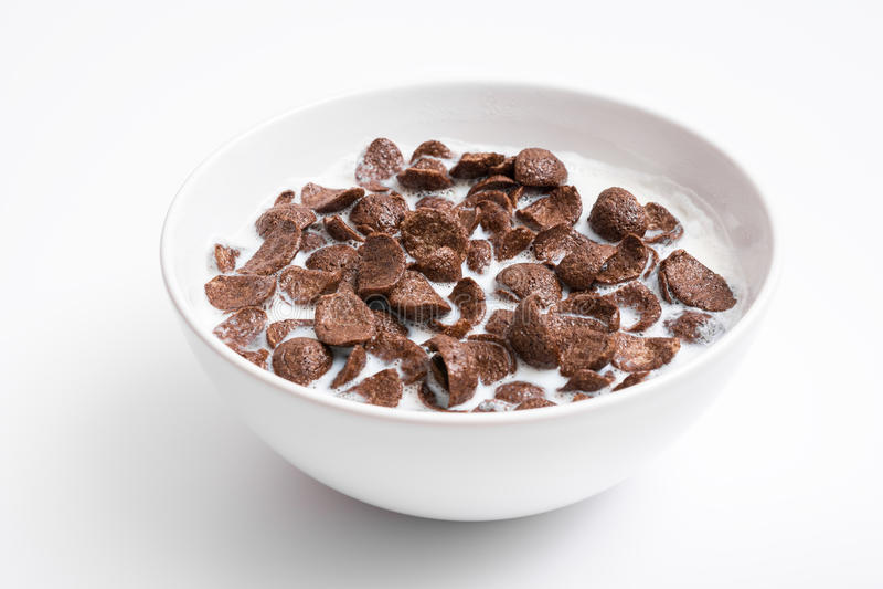 Cuenco de cereal de los copos de maíz del chocolate foto de archivo