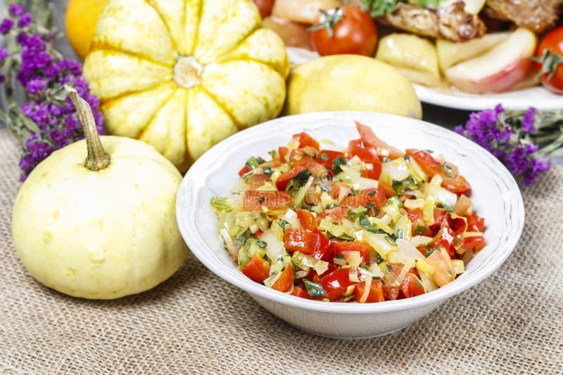 Cuenco de ensalada de las verduras frescas fotos de archivo