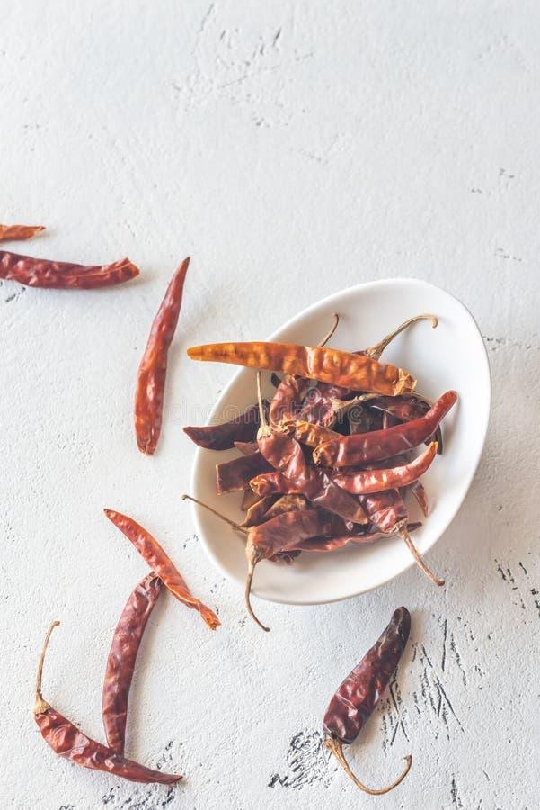 Cuenco de pimientas de chile secadas foto de archivo