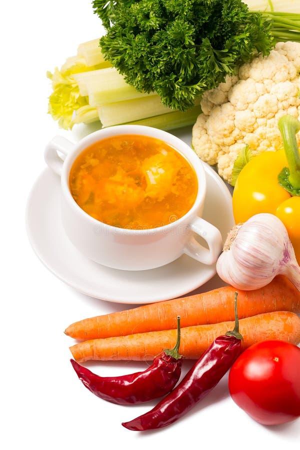 Cuenco de sopa con las verduras en blanco fotografía de archivo libre de regalías