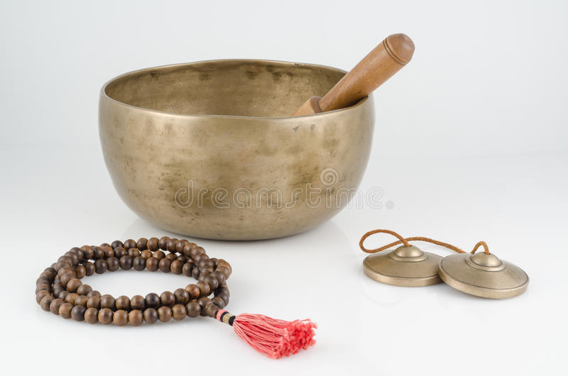 Cuenco del canto, gotas de rezo y meditación Belces. imagenes de archivo