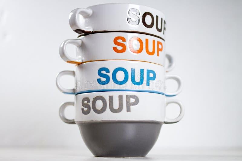 Cuencos de sopa de cerámica apilados con la SOPA de la palabra en ellos fotografía de archivo libre de regalías