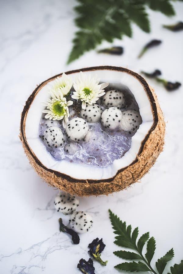 Cuencos del Smoothie con Dragon Fruit para el verano fotografía de archivo libre de regalías
