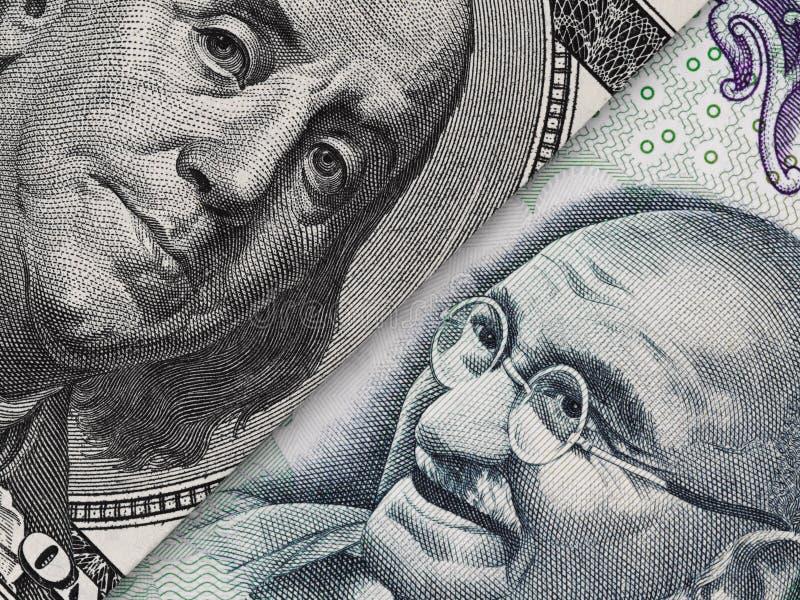 Cuenta de dólar de EE. UU. y macro del billete de banco de la rupia de la India, indio y EC de los E.E.U.U. fotos de archivo libres de regalías