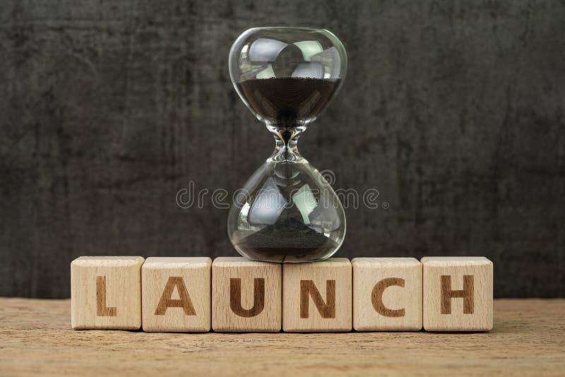 Cuenta descendiente del lanzamiento del proyecto, negocio del comienzo o del comienzo compañía para arriba, reloj de arena o sand fotos de archivo