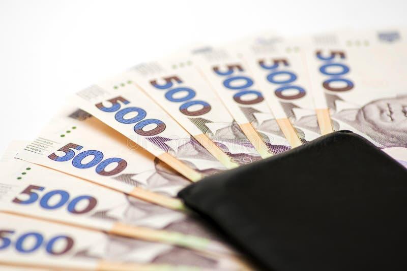Cuentas ucranianas del hryvnia en cartera Fondo del dinero, hryvnia ucraniano en el fondo ligero con una cartera negra, moneda de imágenes de archivo libres de regalías