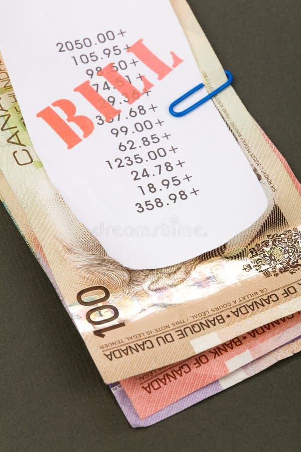 Cuentas y dólares canadienses imagen de archivo