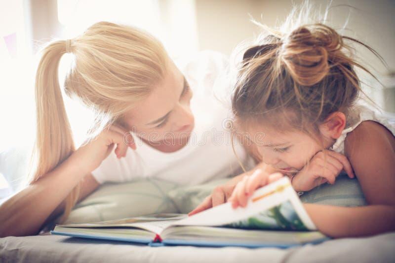 Cuento de hadas Madre e hija fotografía de archivo libre de regalías